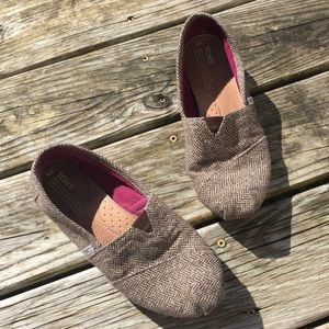 TOMS Brown Herringbone size 9 W